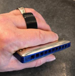 Cupping effect harmonica